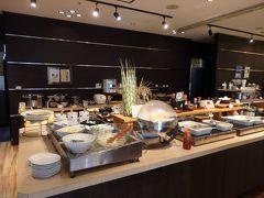おはようございます。 ウエストコート奄美2階のさくらダイニングで のんびりと朝食。 鶏飯もあり。