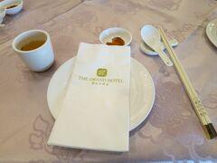 部屋に荷物を置いたら、お昼ご飯を食べにホテルのレストランへ。