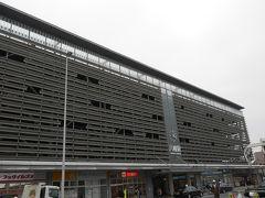 八幡駅です。大きな駅に見えますが、駅の部分は小さいです。