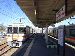 身延線の上り電車、富士行きがやってきた。