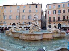 こちらは『ネプチューンの噴水』。  噴水自体の整備はベルニーニが行ったものの、彫刻はベルニーニの作ではないのだとか。