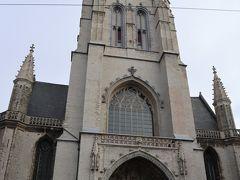 「聖バーフ教会」 ゲント教区最古の教会で10世紀頃にはできていたと言われる。 長い年月をかけて建設されたため、ロマネスク様式と後期ゴシック様式の特徴を併せ持つ建物。