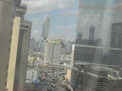 ホテルの部屋から見た大都会昆明の眺望です。 左に5つ星の錦江大酒店が見えます。 昆明は暫くは見納めです。 また来るかもしれないが…。