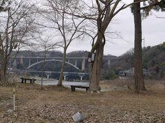 中洲の先端からの小倉橋と新小倉橋。 ちょっとまだ殺風景ですね。春までもう少し!