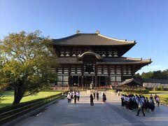 【東大寺盧舎那仏像(とうだいじるしゃなぶつぞう)、奈良の大仏様】  この時期、観光ハイシーズンを、微妙にはずしていますので(時間的にも)、すごくスカスカで、さわやかな気持ちで.....