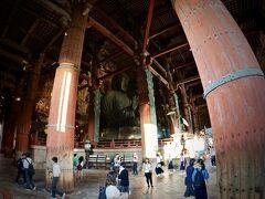 【東大寺盧舎那仏像(とうだいじるしゃなぶつぞう)、奈良の大仏様】  中にはいると.....おおおっ......で.....でかい.......