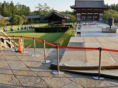 【東大寺盧舎那仏像(とうだいじるしゃなぶつぞう)、奈良の大仏様】  ぐる~りと、左回りで近づいて行きます~