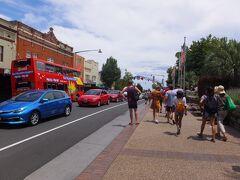 やっとKatoomba駅に到着 セントラル駅から2時間以上かかった ブルーマウンテンズは大勢の観光客が行くので、迷うことなくブラックタウンで電車に乗り換え、1時間30分揺られてカトゥーンバに到着