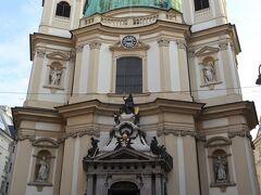 シュテファン寺院から歩いて数分のペーター教会へ。