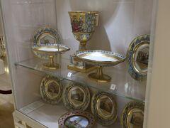 王宮の中はまずは銀器コレクションから始まります。最初に日本語対応のオーディオガイドを借りて、順路に従い当時の宮廷の豪華絢爛な食器類を見ていきます。正直食器にそれほど興味はなかったのですが、当時の時代背景やその食器がどのように使われていたをガイドが細かく案内してくれるので想像より面白かったです。