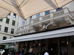 歩き回って疲れたので休憩がてら行きたかったカフェモーツァルトにやってきました。