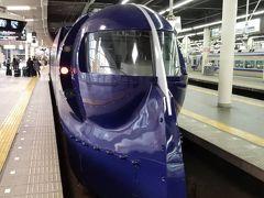 まずは関西国際空港へ 南海なんば駅から特急ラピートに乗り込みます。