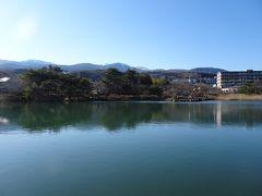 岳温泉でバスの乗継時間に「鏡ヶ池」に行ってみました。 安達太良山が見えますが、この時間は逆光。午前中が良さそうです。