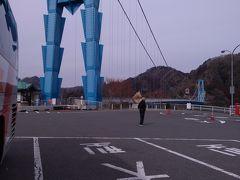 目的地、竜神大吊橋到着 まず第一印象は山の中感じの場所で寒い! 思ったより人が少ない!