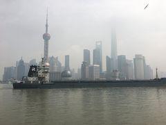 上海に来たら、とりあえず外灘。 天気が悪かったので浦東方面は曇ってました。 しかし次第にお日様が顔を出し始めて、天候回復してきました。