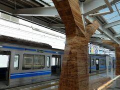 試乗会から1週間後飯能駅に来ました。 柱も北欧をイメージしているのか木のカバーがついていた。 一部のみだけど。