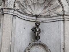 タンタンの壁画の1分先の十字路の角に「小便小僧」  世界中の誰もが知っているジュリアン君。 世界3大ガッカリだなんて、失礼なことを言う人もいるけれど