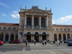 ザグレブのバスターミナルに午後3時50分に到着。鉄道駅のザグレブ中央駅に向かう。