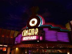 映画館に着いたのは9:25。 無事、座席も確保できたので、ディズニーストアへ。