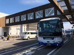 青森空港に到着。到着便に接続しているJRバスで、青森駅へ。