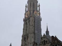 「聖母大聖堂」は町の守護聖人である聖母マリアに捧げられたもの。 ベルギー最大のゴシック様式。  着工から約170年の歳月をかけ1521年に完成。   日本ではアニメ化された小説『フランダースの犬』の舞台として有名。