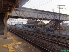【荒尾駅】 跨線橋の主構が2連プラットトラス。 駅前のロータリーには万田坑の竪坑のモニュメントがあるそうです。次回九州遠征時は三池鉄道廃線跡や万田坑を中心に観て廻ろうと企んでいます。