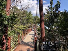 駐車場から徒歩3分くらいで、有名な門脇つり橋に到着です。
