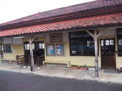 途中の網田駅は木造でなんとも良い雰囲気。 熊本県内最古の駅舎で、国の登録有形文化財に登録されているそうです。
