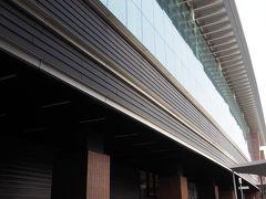熊本に到着。新幹線駅はモダンで立派。