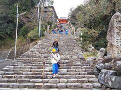 「伊佐爾波神社」  すっごい階段ですけど、ハワイのココヘッドトレイルに比べたら10分の1以下の難易度です(笑)