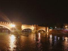 アーチがステキなこの橋は大理石で築かれたピエトラ橋。 そしてこの川はアディジェ川