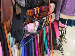 思い立って、オーダーメイドでジャケットが安く作れてしまう布市場へ。