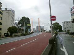 新大橋 森下   蕎麦屋「三国屋」で食事をした後、徒歩で人形町へ行ってみました。 隅田川に架かる新大橋を渡ります。