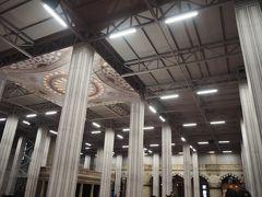早速、スルタンアフメドモスク、またの名をブルーモスク 内部に潜入。 雨も降っていたため、靴下が若干濡れててやな感じ。  そして、今回の旅の見所の1つであったこのモスク。まさかの工事中で、ぜんぜんわからない!かなしい!テンションがあがらない!なきなき~~~
