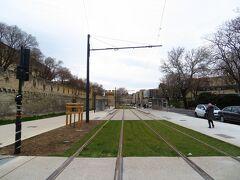 1年前は、駅前 工事中だったけど、 なんか、きれいに、線路が敷かれている。 調べたら、アヴィニョンにも、トラムが開通するという。 次に来たときは、乗ってみるか?