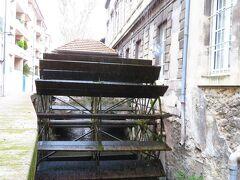 染め物屋通り Rue des Teinturiers 水車や!!動いてるわ!! 染め物屋通り 完全制覇したけど、たぶん動いている水車は、3台 羽無し 1台 軸だけ 1台