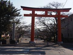 富士山本宮浅間大社西鳥居。駅から700m、徒歩9分。 表参道の富士宮で降りなかったのは、西富士宮の方が歩く距離が近いからです。