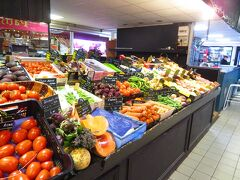 Les Halles d'Avignon 中央市場に戻ってきた 同じ所 何回も来てるな 朝8時半 だいたいの店が開店した
