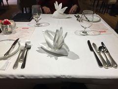 夕食は洋食コースにすると、前回とほぼ同じメニューだった。1ヶ月経ってないしね。