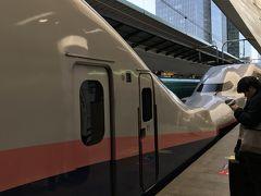 2月8日、今回利用するのはえきねっとのSKI平日・自由席限定 舞子スノーリゾート【WEB限定】8300円。東京駅から間もなく一線を退く二階建て車両に乗り込んで