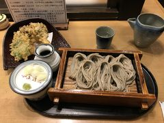 最後は越後湯沢駅の小嶋屋でへぎそばと舞茸の天ぷらに日本酒をいただき、満足しながら東京へ