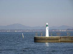 ただ霞ヶ浦を訪れるにはよい機会になります。 観光物産館が開くまでの間、湖のほとりを散策。