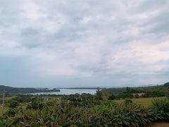 2日目。 日の出前に起きてみましたが、どん曇りで朝焼けせず。  川平湾はとても穏やかな様子。