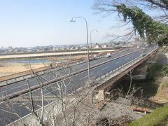 公園からバスで通ってきた観晃橋が見えます