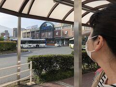 8:17  呉駅前に到着。渋滞で遅れました(´;ω;`)  ここからバスでアレイからすこじまにいきます。  アレイからすこじまには3番のりばから発車です。  8:15発には間に合わず8:20発の便に乗りました。