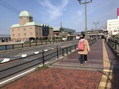 9:06  向こうのドームの建物が中央桟橋ターミナル  その向こうが大和ミュージアム。