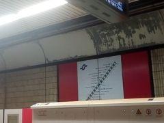 すぐ駅到着 開業から30年以上過ぎると ガタきてますなー 天井 塗ればいいのに