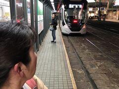 19:06 八丁堀到着。  チンチン電車の距離が長く市内の交通状況で  遅れがちになりました。  広島駅回りの方が早そうです。