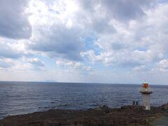 バスで走って伊豆岬灯台にきました。