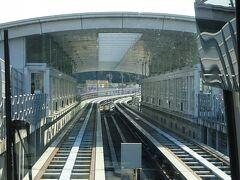 すぐに最初の駅がある。 はなみずき通駅。